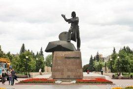 Памятник добровольцам-танкистам в Челябинске