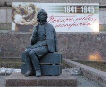 Памятник всем женщинам, воевавшим и спасавшим жизни солдат в Челябинске